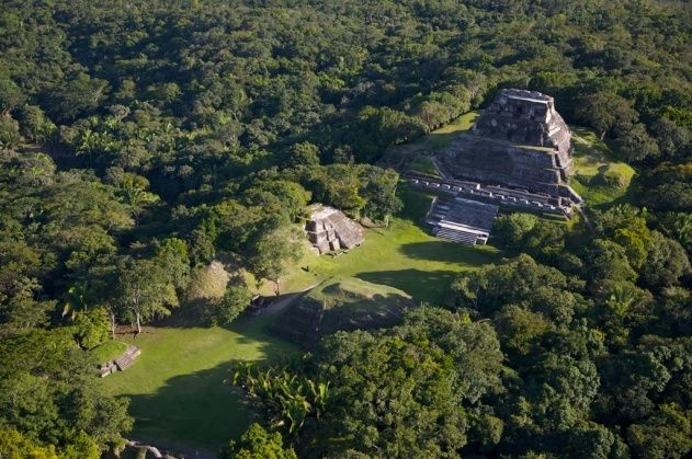 Temple maya El Castillo, site archéologique de Xunantunich, District de Cayo, Belize.