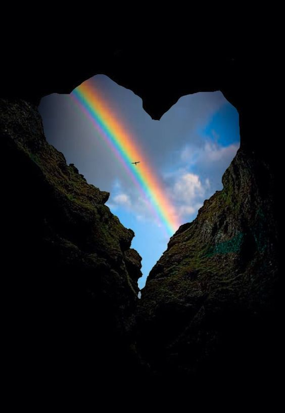 """"""" Entre el corazon y el cielo solo hay un arco iris que nos separa de Dios"""""""
