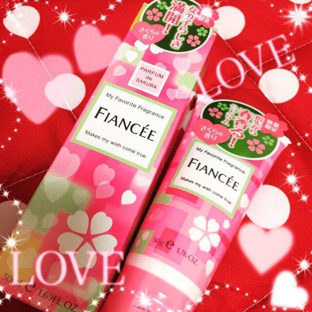 【s.marie7】さんのInstagramをピンしています。 《毎年、数量限定で発売される香り❤️春🌸まではもう少し先だけど、この香りが1番好き(●♡ᴗ♡●)⭐️ 今年はハンドクリームも購入。 去年のものが少しまだあるけど、先に購入。去年、買うの遅くてお店を探し回った😢  FIANCEEのコロンの香りは優しくてきつくなくて好き💚 桜の香りは🌸癒されるー💓  #コスメ #メイク #香水  #ハンドクリーム #桜 #フレグランス #春 #限定 #井田ラボラトリーズ #フィアンセ #さくら #癒し #春 #香り#シアバター #女子力 #アイテム  #雑誌 #記載 #先取り》