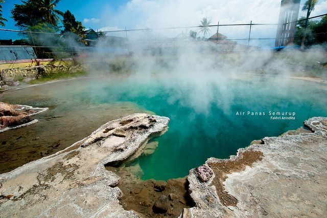 Semurup hot water, Kerinci. Photo by Fakhri Anindita (Flickr)