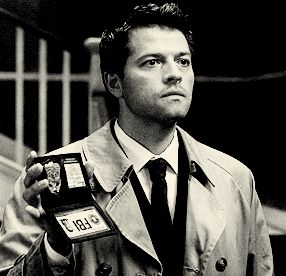 Or is straight-up clueless? | Community Post: Can You Make It Through These 25 Castiel GIFs Without Swooning?