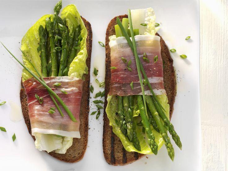 Röstbrot mit Spargel-Schinken-Päckchen   Kalorien: 288 Kcal - Zeit: 20 Min.   http://eatsmarter.de/rezepte/roestbrot-mit-spargel-schinken-paeckchen