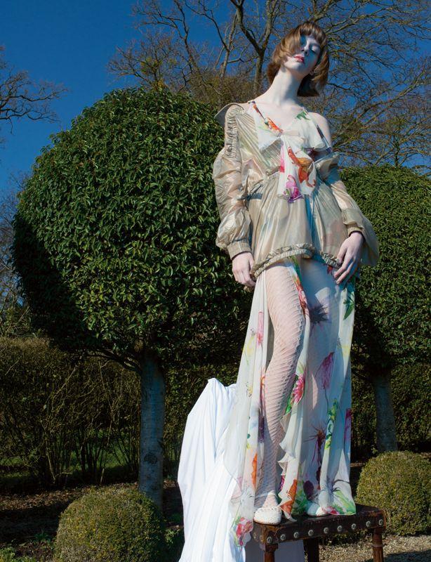 """""""Jeune fille en fleurs"""" a fashion story by Camille Vivier"""