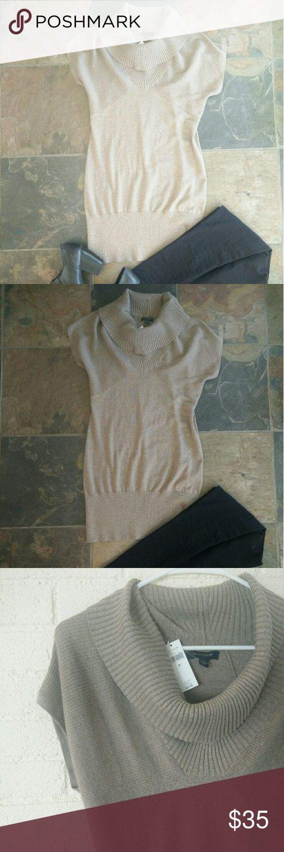 Banana Republic short sleeve sweat dress NWT this light brown scoop neck sweater dress comes to just above knee length. Layer with leggings and boots for a warm cozy fall/winter look. Soft material, flattering fit. Banana Republic Dresses Midi