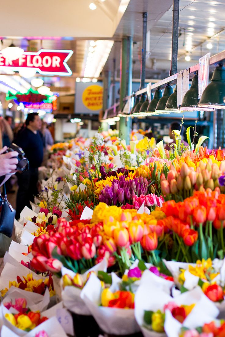 Flowers in Pike's Place Market Seattle | www.thefoxandshe.com