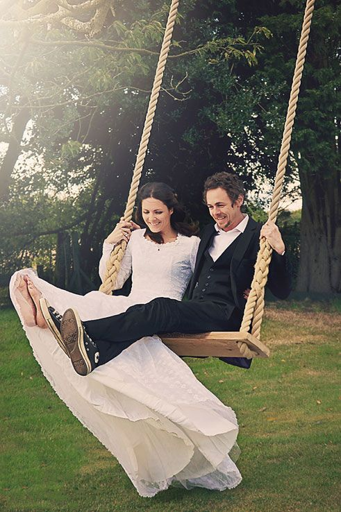 Wedding tree swings will bring smiles to your wedding day