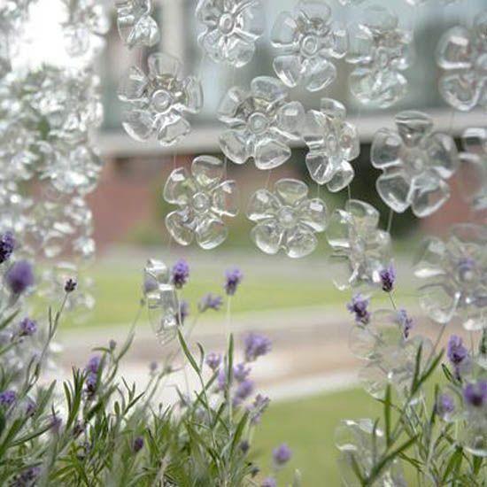 Flores Con Fondo de Botellas de Plastico images