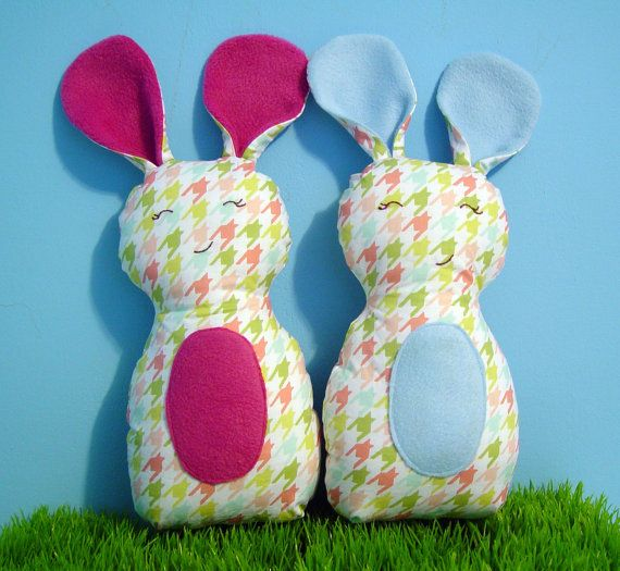 Day off + scraps = Easter basket cuteness!  Can I get it done by Sunday???