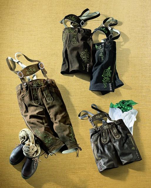 """Zünftige Lederhosen von Spieth & Wensky. Von oben nach unten:  Kurze Lederhose """"Kuno""""  Kniebundhose """"Franziskus"""" in Vintage-Nubukleder. Mit Hosenträgern und aufwendigen Strickerein.  Kurze Lederhose """"Kias"""""""