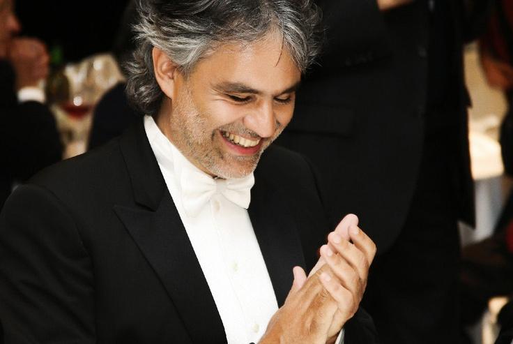 In occasione dei 10 anni della Fondazione Francesca Rava - N.P.H. Italia Onlus, Andrea Bocelli si è esibito in un grande concerto di musica sacra che ha avuto luogo il 30 settembre 2010 nel Duomo di Milano.
