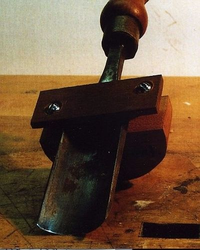 Chisel Sharpening Jig by Tom Culver -- Homemade sharpening jig intended for curved carving chisels and gouges. Fashioned from cherry and hardware. http://www.homemadetools.net/homemade-chisel-sharpening-jig-4