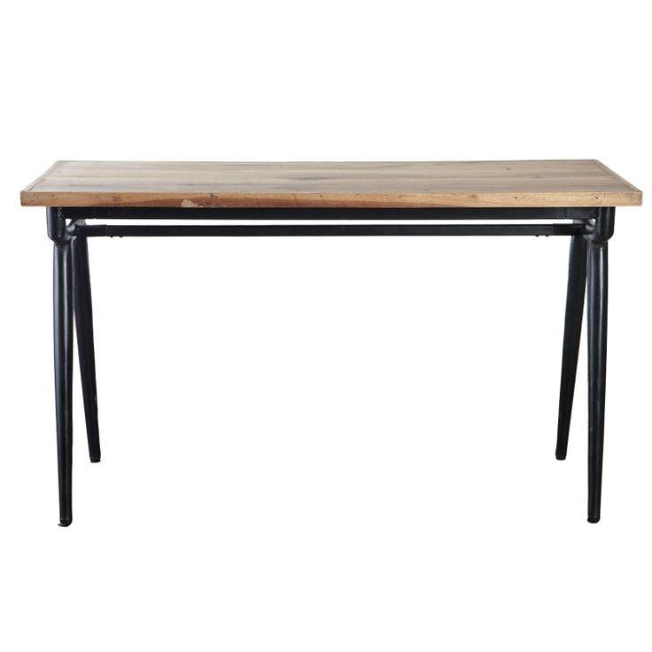 Moderne bord fra House Doctor. En fin og solid bord laget av resirkulert tre....