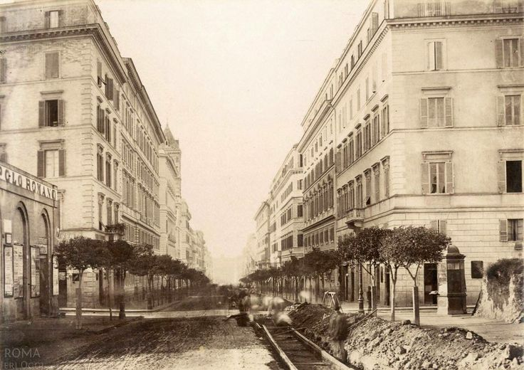 ia Nazionale (1885 ca) All'incrocio con Via Torino, alberi e tram