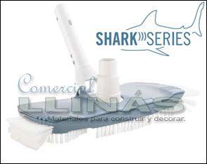 Limpia fondos oval. Marca Shark. Preparado para cualquier forma de piscina. Fabricado por Astralpool. https://tienda.comerciallinas.com/epages/eb3258.sf/seccc95595ba1/?ObjectPath=/Shops/eb3258/Products/AST40997A06