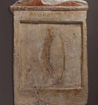 Février 2017 : Stèles représentant des Galates provenant d'Alexandrie, IIIe siècle avant J.-C., en calcaire sculpté et peint. © MAN / V. Gô