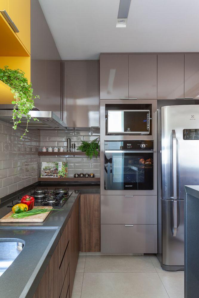 O pendente na cozinha pode ser colocado em cima de mesas