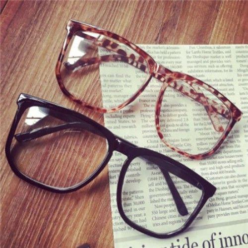 """スクエア型メガネ芸能人愛用 女子におすすめ!20代、30代、40代まで通用、絶対にモテる女子向け伊達メガネ厳選おすすめ特集! 本来、眼鏡とは視力を補助するためのものですが、ファッションとして取り入れる「ダテメガネ」ファッションがいつしか確立していた。ダテメガネで目元の印象が変わる!知的でオシャレな大人の印象で、男子ウケのいい""""メガネ女子""""への仲間入り! おしゃれなダテメガネでモテ度アップ! 出典: 人気黒縁メガネおしゃれ度なしメガネフレームスクエア 近視だけメガネがかけられる?いいえ!現在、メガネがファッションの象徴! 超大きいスクエア型細いフレーム、可愛いコーデアイテム。 軽量素材、どんな顔…"""