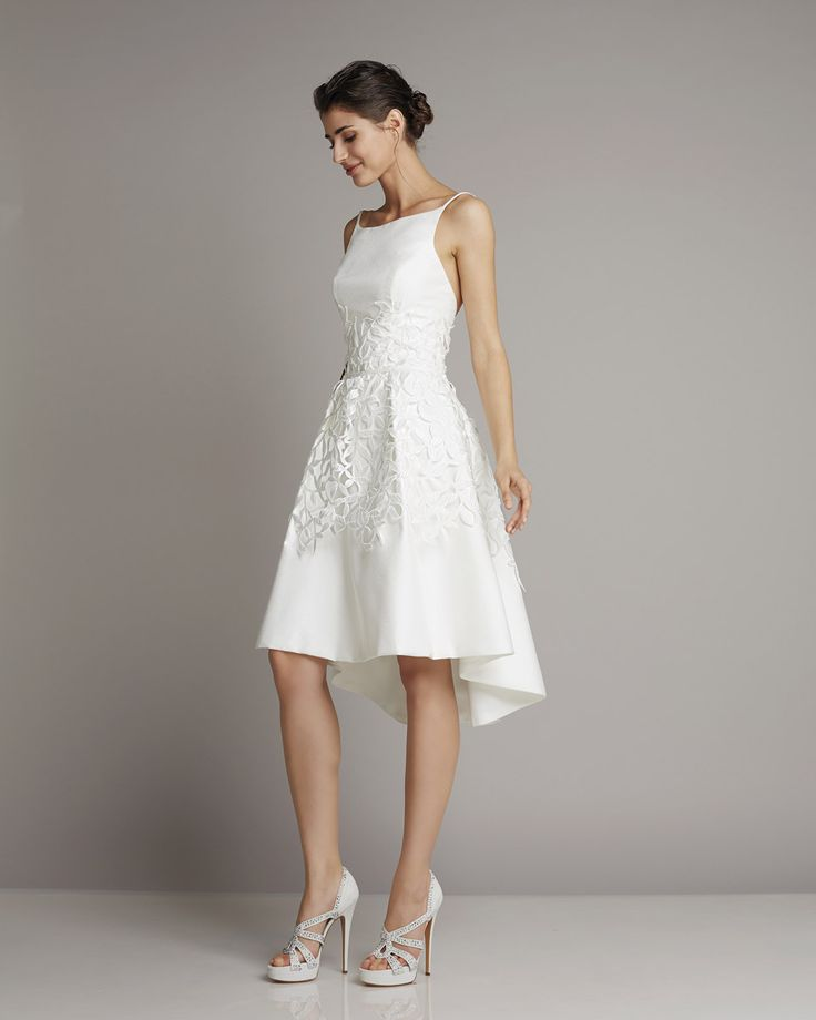 Short wedding dress of silk with a decorative tip and back slightly longer skirt part of Giuseppe Papini