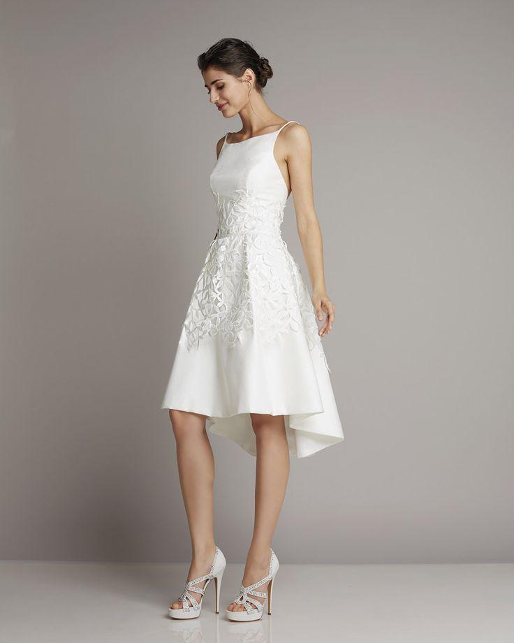 Short wedding dress with bateau neckline and spaghetti straps. Easy and modern www.giuseppepapini.com