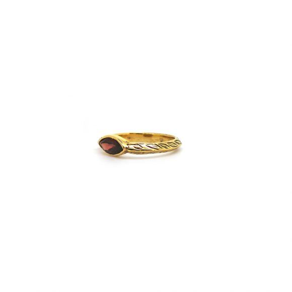 A ring of laurel is a symbol of victoryand eternal devotion. Rustic and stackable, our Daphne ring glows with a marquise cut garnet gemstone.  ♦ 18k Gold Plated Brass ♦ Genuine Marquise Cut Garnet Gemstone.