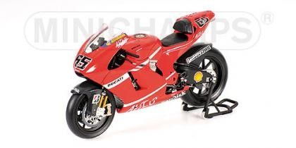 DUCATI DESMO16 GP7 DUCATI MARLBORO TEAM CAPIROSSI LORIS MOTOGP 2007 - Motorcycles - Different models - Die-cast | Hobbyland Scale model motorcycle made of metal / Die-cast / in 1:12 scale manufactured by Minichamps.