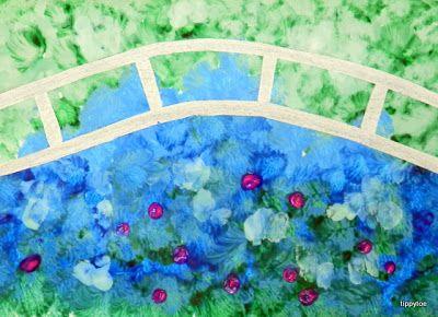 Les Nymphéas de Monet pour maternelle. D'abord faire un pont à l'aide de ruban de masquage.  Pour la peinture prendre deux nuances de vert, deux nuances de bleu, du blanc, et du rose. Utiliser la technique du tamponnage. Couvrir d'abord toute la feuille avec les verts et les bleus. Puis appliquer par touches légères le blanc et le rose. Après séchage, retirer avec soin le ruban de masquage.