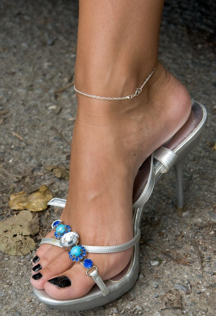 Ladies Gorgeous Feet | All Beautiful Shoeplay | Sexy feet ...