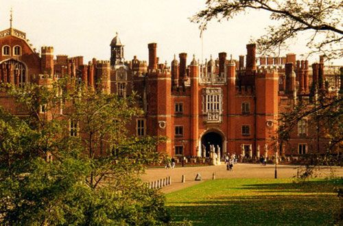 Hampton Court Palace, home of Henry VIII and sight of intrigue, romance, and scandal! I want to go here someday!