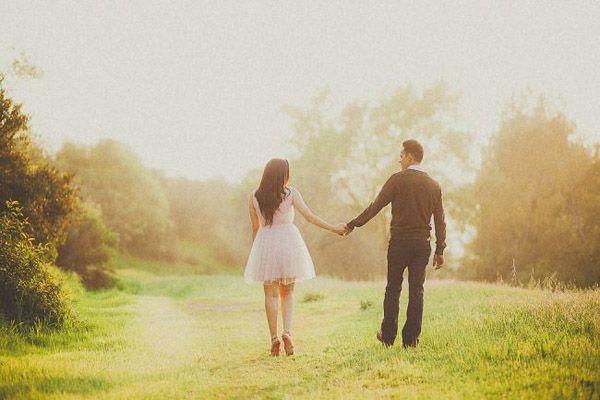 Simply Romantic – Field Engagement Photo Ideas - Yuna Leonard