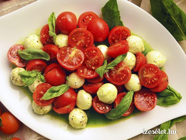 Koktélparadicsomsaláta mini mozzarellával és bazsalikomolajjal - Receptek | Ízes Élet - Gasztronómia a mindennapokra