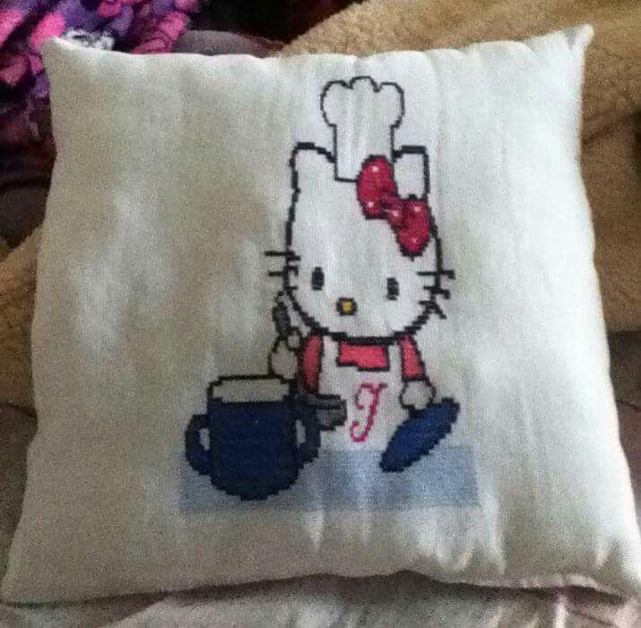 Cojin, bordado, punto de cruz Hello Kitty