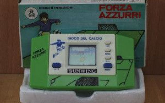 Forza Azzurri è il gioco elettronico sportivo di Sunwing Soccer è il gioco elettronico realizzato da Sunwing. Si tratta di un simulatore sportivo che immerge il concorrente in un'avvincente partita di calcio. Soccer è stato distribuito dall'azienda Giochi  #giocoelettronico.handheldgame