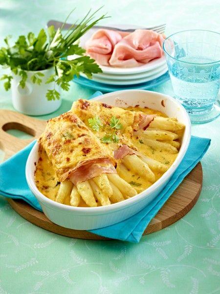 Überbackene Spargel-Crespelle mit Käse-Kräuter-Hollandaise