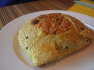 Κυπριακά κολοκυθοπιτάκια με σταφίδες και κόλιανδρο - gourmed.gr