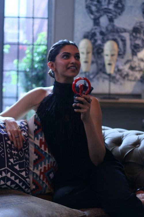 View photo of Bollywood Actress Deepika Padukone.