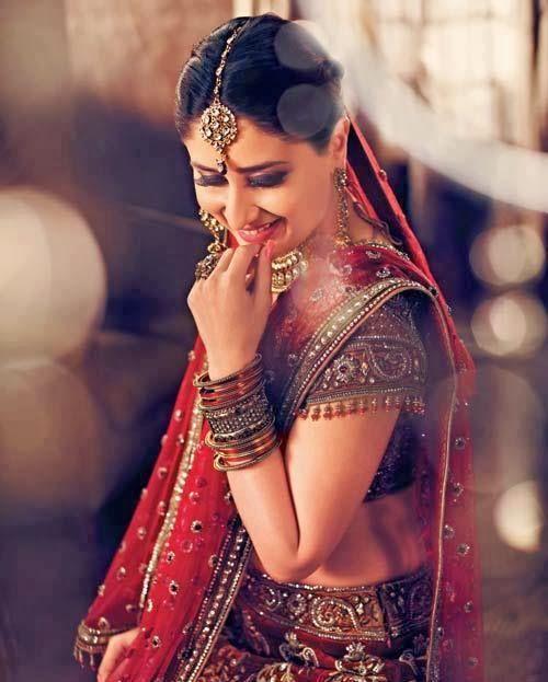 #KareenaKapoor in Red #Designer #BridalLehenga