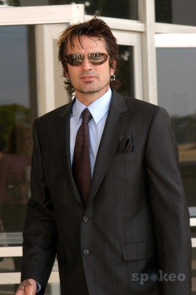 Tommy Lee cleans up well :)