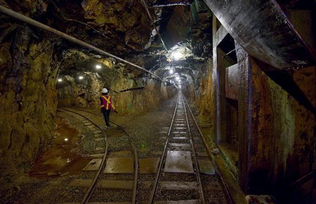 Mineshaft  mine cart system
