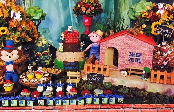 Wanessa Camargo festeja os 3 anos do filho JF com festa infantil no Tema: Os Três Porquinhos.