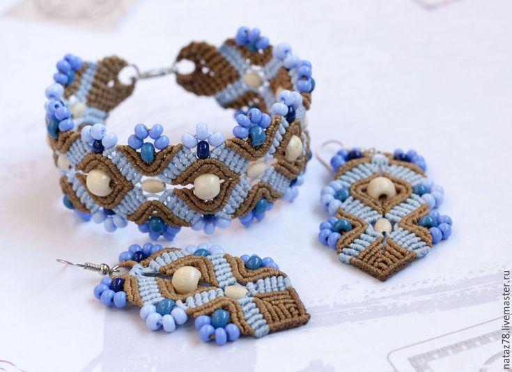 """Купить Комплект """"Черничный чизкейк"""" браслет и серьги макраме - разноцветный, плетеный браслет, браслет макраме"""