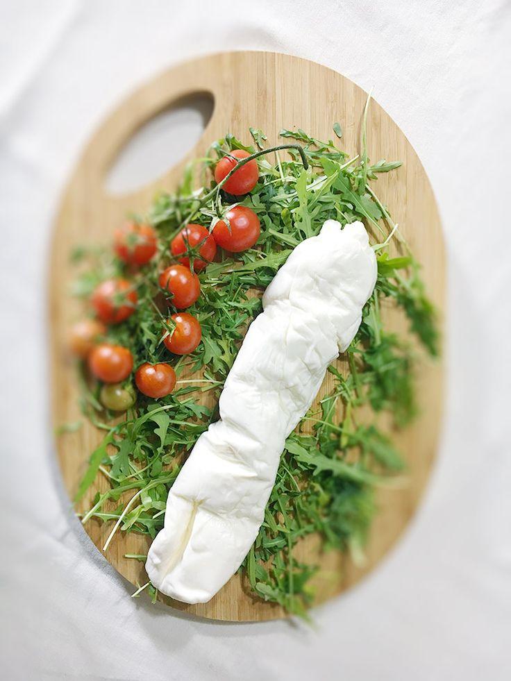 La Stracciata   Carovilli ha nell'antica tradizione casearia uno dei suoi punti di forza. Scamorze e caciocavalli rappresentano una costante locale ma non va dimenticata la produzione della stracciata, forse il formaggio più tipicamente altomolisano.