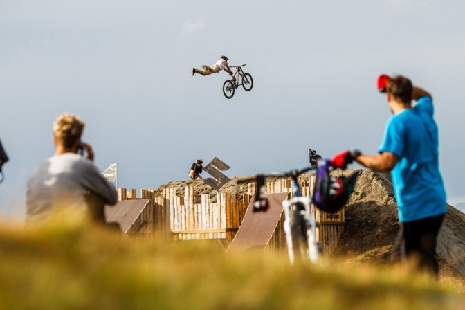 Some of the world's best freeriders metat the Wildkogel Arena Neukirchen. One of the Knights Dotz teamrider Andi Brewi.