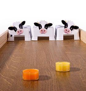 Feest: Sjoelen met koeien Als je een tafel omdraait, heb je de sjoelbak.