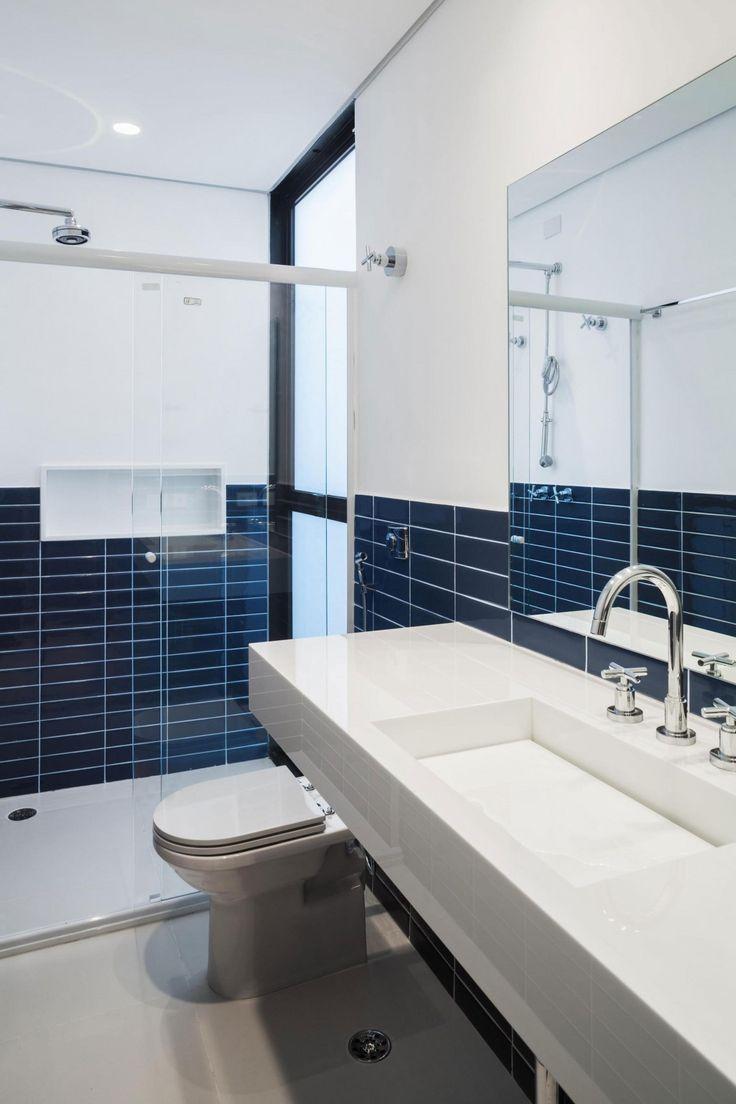 diseo de casa larga y angosta ambientes interiores lucen amplios a pesar del pequeo espacio construido