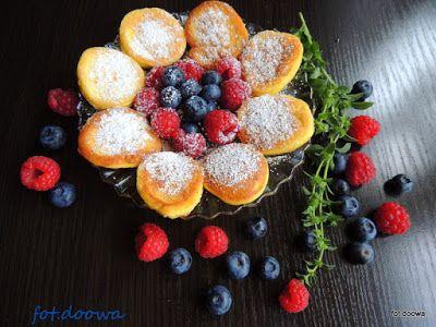 Moje Małe Czarowanie: Placuszki biszkoptowe z owocami i cukrem pudrem