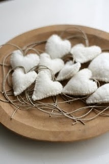 ♥ white hearts in wooden bowl