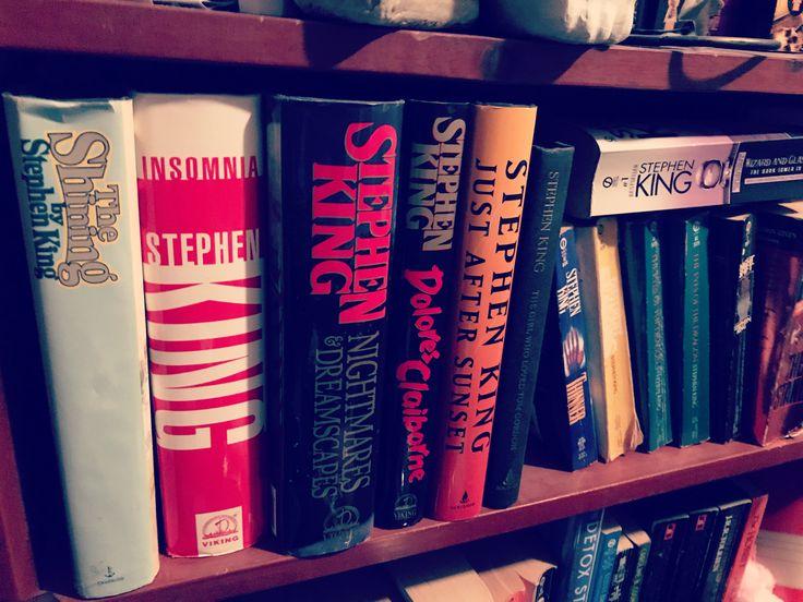 so i've been trying to rearrange my mother's bookshelves but they basically just look like this • 🤷🏼♀️🙀💀 • #bookstagram #book #bookshelf #booklovers #stephenking @stephenking #mom #numberonefan #classics #a1sinceday1 #library #itgoeson #everysinglebook #organizing #writingcommunity #artheals #reeseporfirio #follow #instagram #twitter #googleplus #facebook #pinterest #tumblr #wordpress #blog #blogger