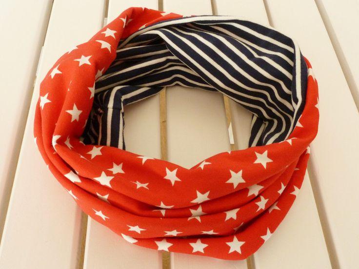"""Single-Loop """"Stars and Stripes"""" von Ribambella auf DaWanda.com  Ein schöner Loop in den absoluten unisex Farben blau / rot und weiß. Die tragen auch ältere Kinder noch gerne und """"vergessen"""" sie nicht einfach in der Schule..."""