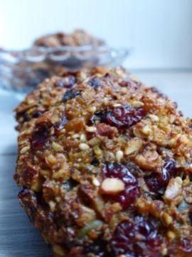 Een suikervrij én glutenvrij koekje, bomvol noten, zaden en gedroogd fruit. Met recht een verantwoord tussendoortje