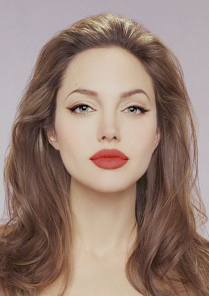 Angelina Jolie every girls pouting icon. What a lucky girl Shiloh is for inheriting such luscious lips! This matte look really works with Jolies make up look in this shot. 10/10